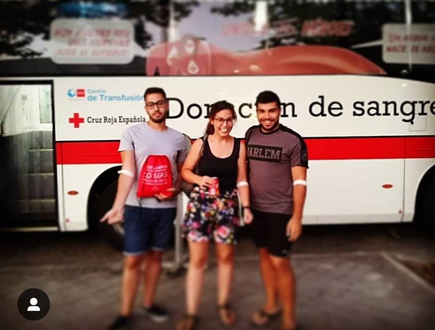 Lara, después de donar sangre
